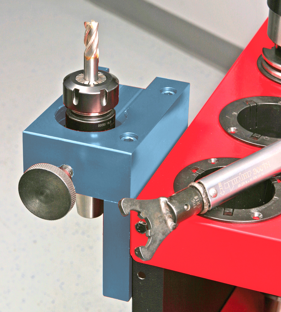 Tool_holder in tightening fixture